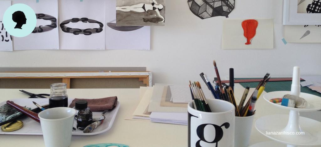 La mancanza di idee non esiste con un tavolo da disegno attrezzato e strumenti a portata di mano.